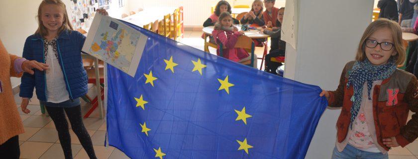 9 mai – Défilé UPE des drapeaux européens